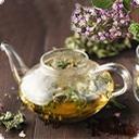 С травами чай С древних времен наши предки собирали целебные травы, смешивали их и готовили лечебные напитки и настойки, их давали пить старикам и маленьким детям, для того, чтобы вернуть и обрести здоровье, спокойный сон и крепкие нервы. Что бы полезное действие травяных смесей сочеталось с приятным вкусом в ...